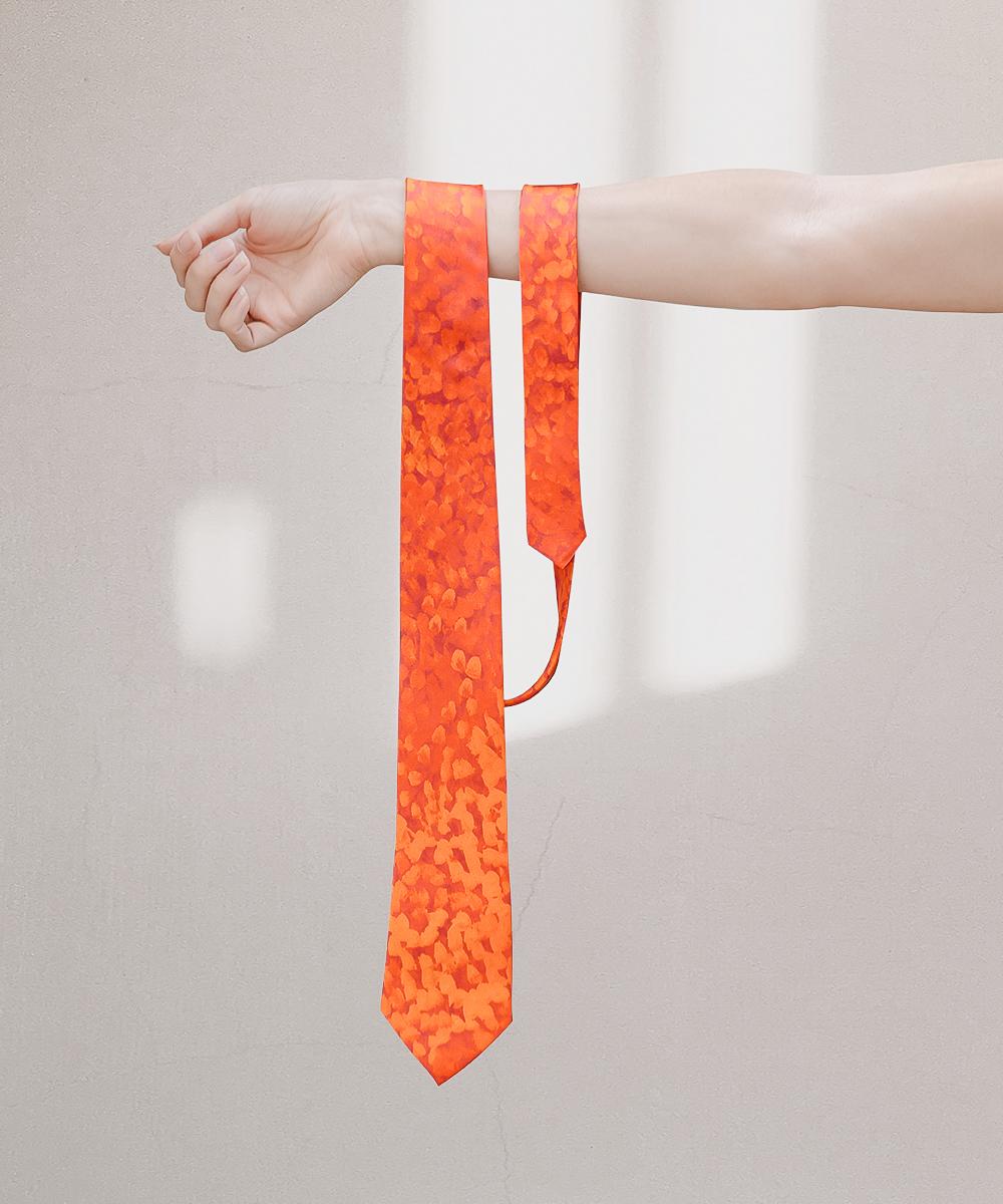 Silk tie by Muuki Taylor